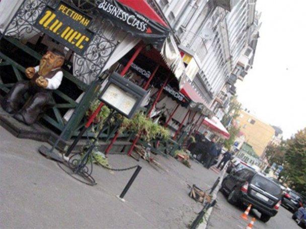 ДТП у Києві: Subaru Forester влетів у ресторан_7