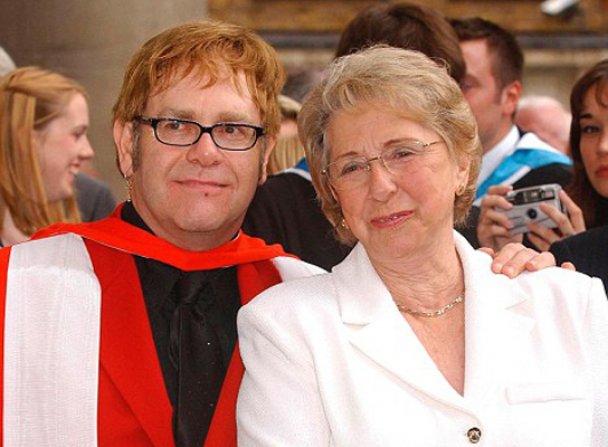 Елтон Джон з мамою