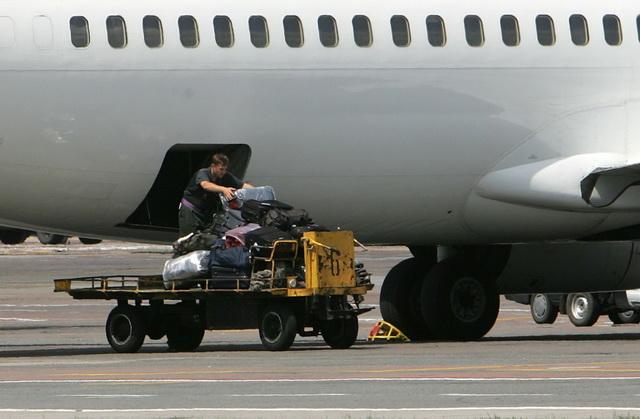 Багаж в багажном отделении самолета