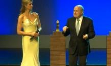 """Президент ФИФА """"зажег"""" с бразильской супермоделью (видео)"""
