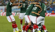 Мексика победила Камерун в первом туре чемпионата мира