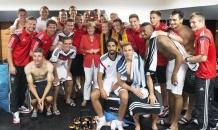 Меркель пришла в раздевалку Бундестима после разгрома Португалии (фото)