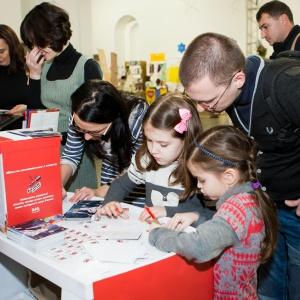 Тисячі українців привітали своїх близьких листівками від проекту