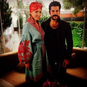 Турецький красень Бурак Озчивіт розповів, коли планує одружитись
