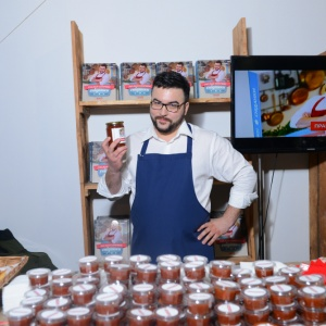 У Мистецькому Арсеналі Руслан Сенічкін роздавав печиво та джем