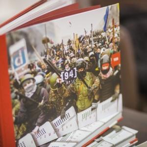 """Додатковий тираж книги """"94 дні. Євромайдан очима ТСН"""" вже у книгарнях"""