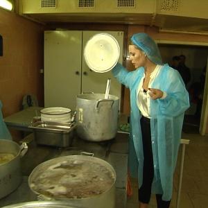 Ольга Фреймут вступилася за кухарку з вадами слуху, яку сварять колеги
