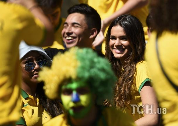 Дівчина Неймара, Бруна Маркезіні, Бразилія - Чилі, Вболівальниці ЧС
