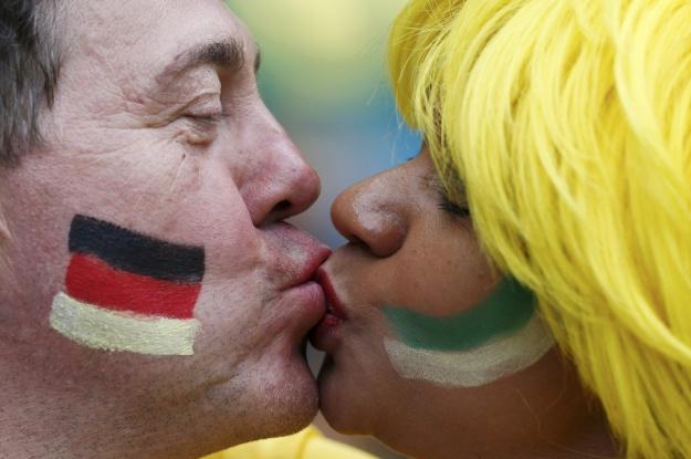 Футбольная любовь: самые сладкие поцелуи ЧМ-2014