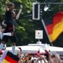 Збірна Німеччини святкує перемогу на ЧС_12