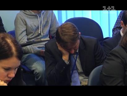 Артем Гагарін на «серйозних» прес-конференціях