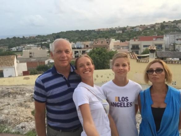 Катя Осадчая с сыном и родителями