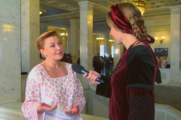 Народна депутатка Оксана Продан показала у Раді вишиванку з бісеру за 5 тисяч
