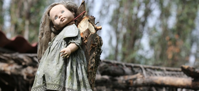 Дмитро Комаров провів моторошний день в оточенні ляльок-зомбі