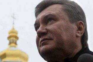 Янукович поднял Государственный флаг Украины