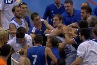 Матч Греция - Сербия прервали из-за драки игроков (видео)
