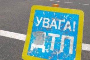 У центрі Львова маршрутка врізалась у будинок
