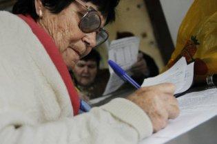 Кількість пенсіонерів в Україні майже порівнялася з працюючими