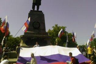 В Севастополе прошло шествие с 15-метровым российским флагом