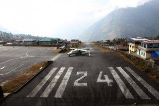 В Непале разбился самолет с туристами