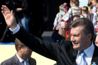 Политреформа-2004 отменена: Януковичу вернули полномочия Кучмы