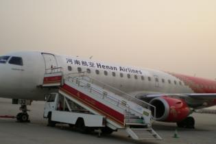 В Китае самолет с сотней пассажиров загорелся при посадке