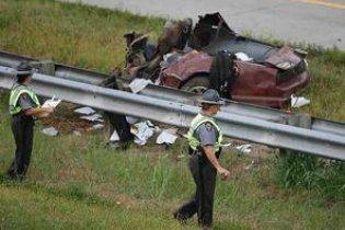 Американський підліток вижив після того, як його авто розкололося на три частини