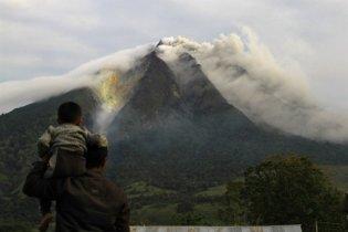 """На Суматре начал извергаться вулкан, """"спавший"""" 400 лет"""