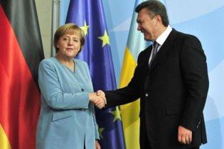 Янукович рассказал Меркель о ситуации в Украине