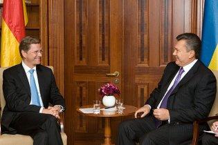 Янукович пригласил в Украину президента Германии