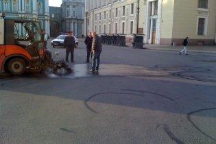 Под Эрмитажем в Петербурге нарисовали огромный фаллос