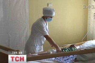 Слідом за Донецьком 12 дітей з отруєнням госпіталізували у Житомирі