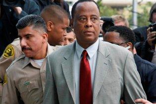 У США  судять лікаря Майкла Джексона