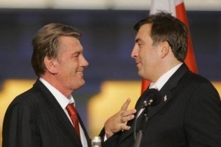 Ющенко летить до Грузії на святкування Дня незалежності