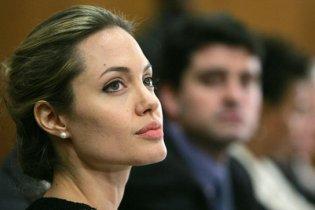 Анджеліну Джолі звинувачують в пристрасті до наркотиків