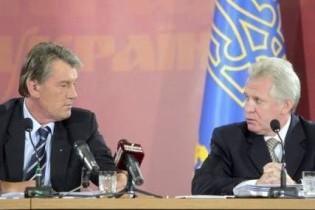 Ющенко на нараді наказав прокурору виплюнути жуйку