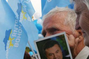 """Партія регіонів: любити Україну – не """"мєлочь по карманам тиріть"""""""