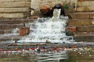 Через аварію в Сумах до річки вилилося сто кубометрів нечистот