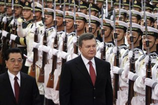 Янукович тет-а-тет встретился с главой КНР