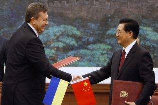 """Янукович подарил Китаю копию """"Пересопницкого Евангелия"""""""