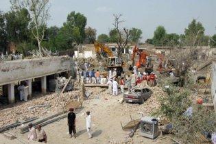 Смертники підірвались біля поліцейської дільниці у Пакистані, серед загиблих - школярі