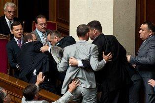 Бютовцы и регионалы подрались в парламенте