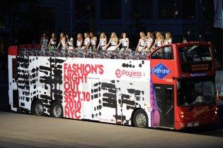 Неделю моды в Нью-Йорке открыл грандиозный фэшн-показ