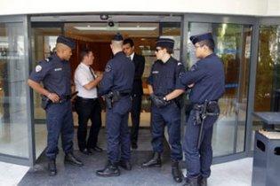 Французька поліція обшукала штаб партії Саркозі