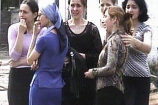 """""""Пейнтболисты-исламисты"""" расстреливают женщин на чеченских улицах"""