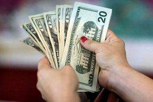Населення продовжує скуповувати іноземну валюту