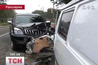 Джип главного гаишника Ровенщины врезался в микроавтобус