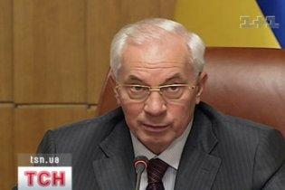 """Азаров просить Литвина """"не кидатись словами"""""""