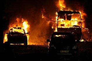 Поляк підпалив автомобіль приятеля через київську студентку