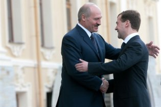 Медведева и Лукашенко объединил день рождения Петросяна